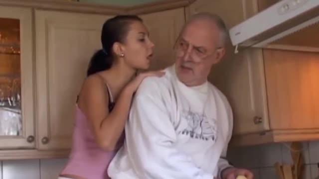 Видео как старик трахает молодую