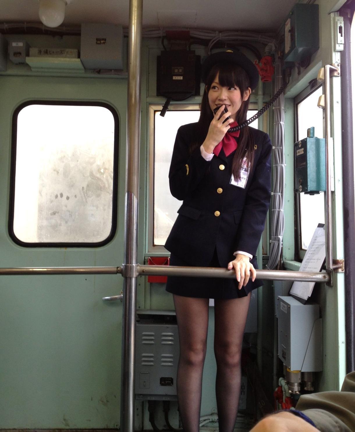 В поезде проводница дала 7